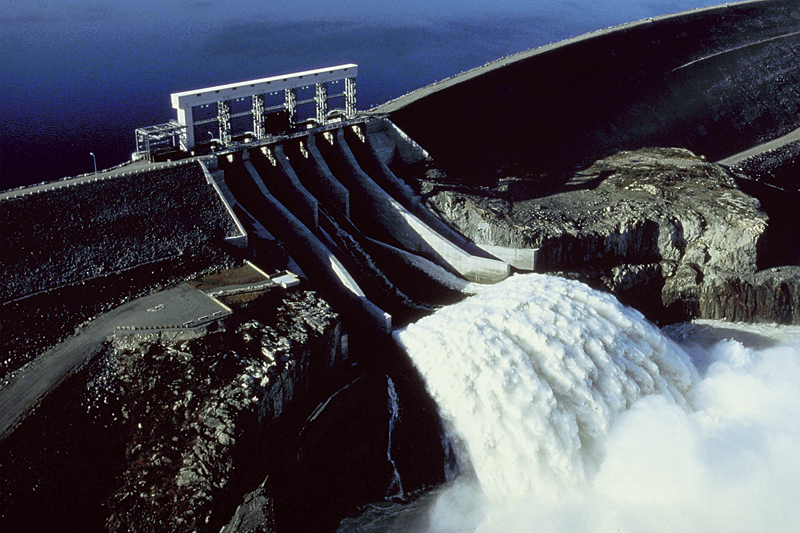 hydroelectric power and why it should be the worlds main power source The itaipu hydroelectric plant, located on the border between brazil and paraguay, produces 103 billion kwhs a year, more than any power plant in the world, even surpassing three gorges dam in china.